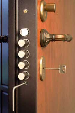 Как открыть входную дверь без ключа сложности быта