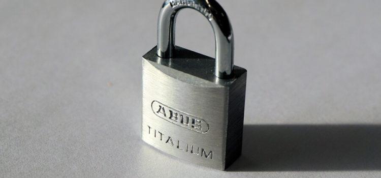 что делать если не открывается навесной замок ключом